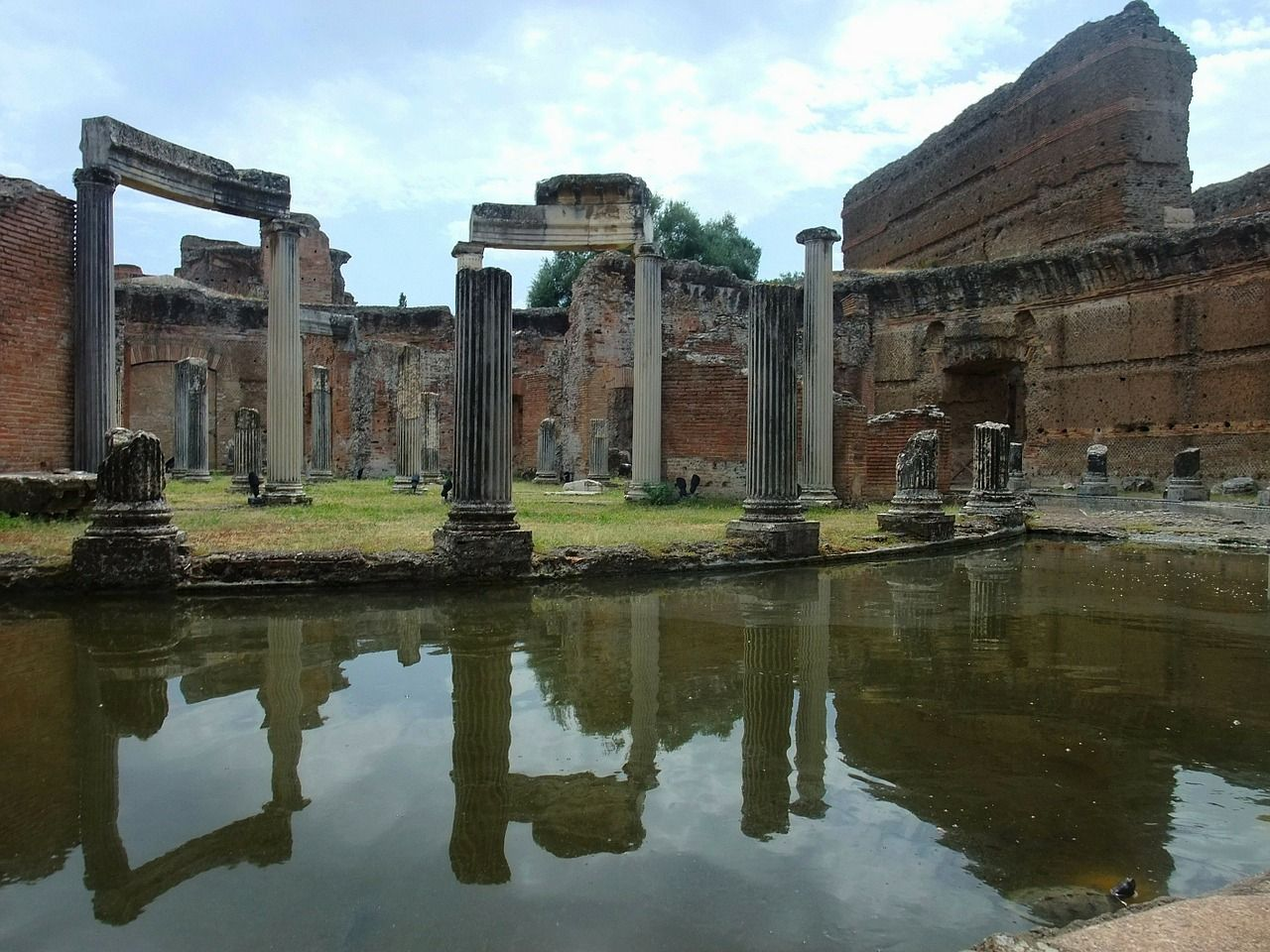how to get to hadrians villa from rome