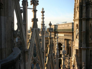 Sightseeing Tours of Milan walking